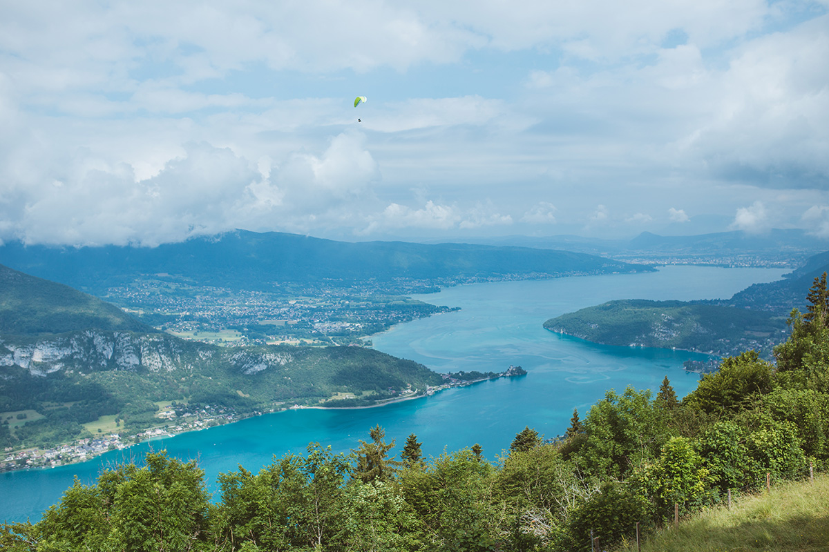 Annecy parapente Lake French Alps