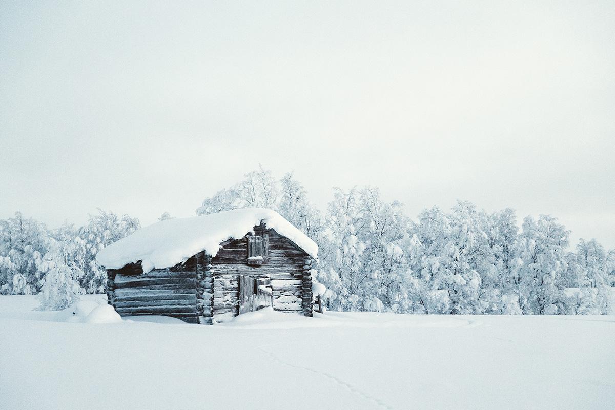 Lapland cabin snow land Kaarejarvi Raphaelle Monvoisin