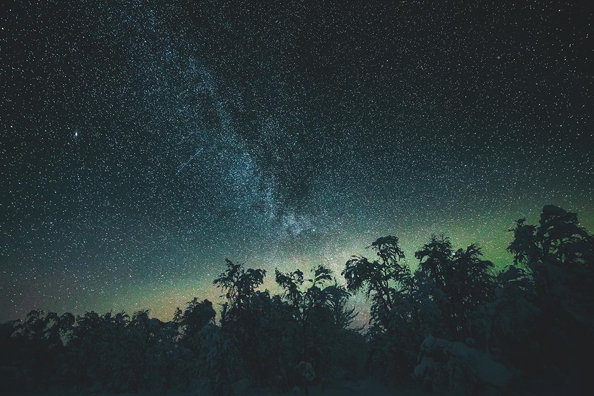 Northern lights aurora sky Lapland Raphaelle Monvoisin